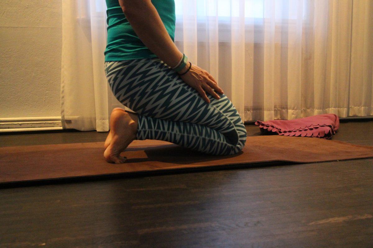 Yin yoga toe squat